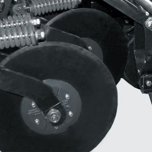 """Mismatched cutter disc of 20"""" with independent height adjustment. Optional: cutter disc of 22""""."""