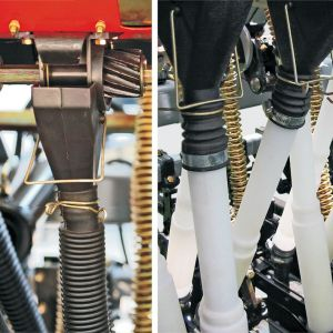 Seed metering by helicoidally roller and telescopic hoses on the fertilizer and seed system.