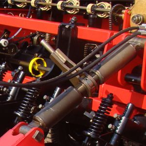 3 point front-ratchet system to assist the coupling to the tractor and the machine level.