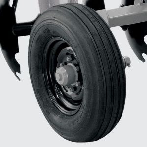 Standart harrow: single ground wheel with tyre 7.50 x 16 for models CRI from 12 to 30 blades.