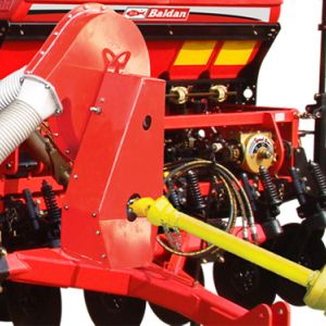 The turbine turns on by the PTO shaft on the versions: 4000 / 4500 / 5000 / 5500. The turbine acts by the hydraulic motor in one system of continuos flow from the tractor for all versions.