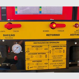 Control panel where several adjustments are made, application dosage, agitation and washing of the system